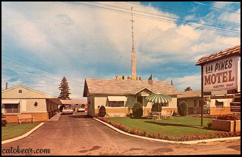 Pines Motel Mackinaw City